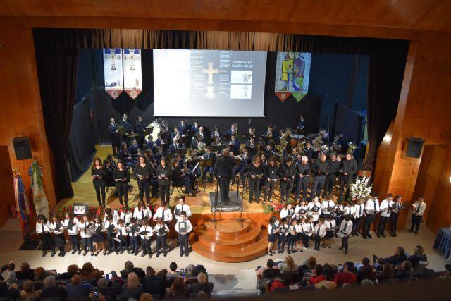 Presentado en Abanilla el cartel de las fiestas en honor a la Santísima Cruz y de Moros y Cristianos al compás de la música. - 2, Foto 2