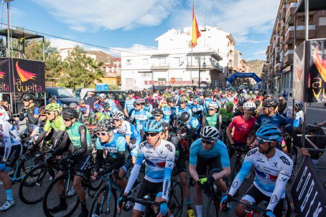 200 ciclistas compiten en la X vuelta a Murcia máster celebrada en Mazarrón, Foto 2