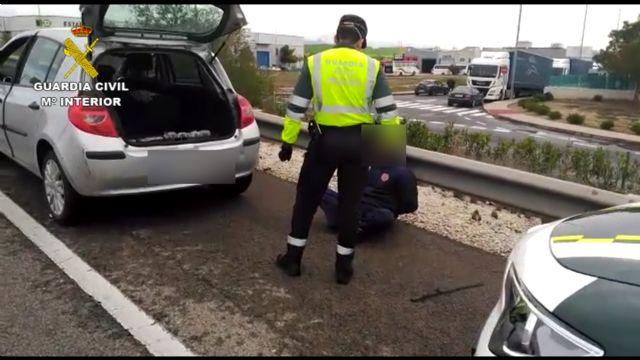 La Guardia Civil detiene a un conductor con cerca un kilo y medio de polen de hachís oculto en el vehículo - 1, Foto 1