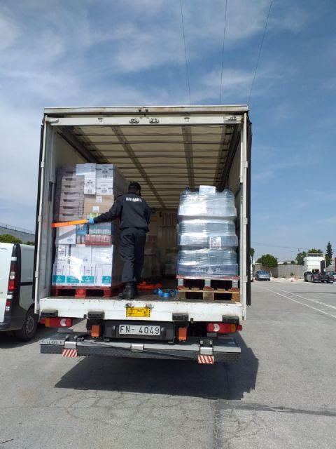La Delegación del Gobierno coordina con el Ejército de Tierra y la Armada el reparto de sesenta toneladas de alimentos de Cáritas a diversas localidades de la Región de Murcia, Foto 3