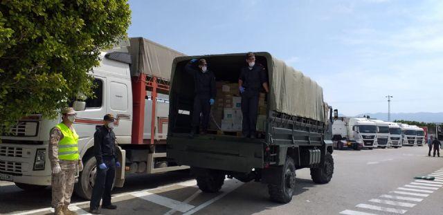 La Delegación del Gobierno coordina con el Ejército de Tierra y la Armada el reparto de sesenta toneladas de alimentos de Cáritas a diversas localidades de la Región de Murcia, Foto 4