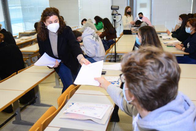 Una treintena de preuniversitarios compite en la Olimpiada de Ciencias de la Empresa - 1, Foto 1