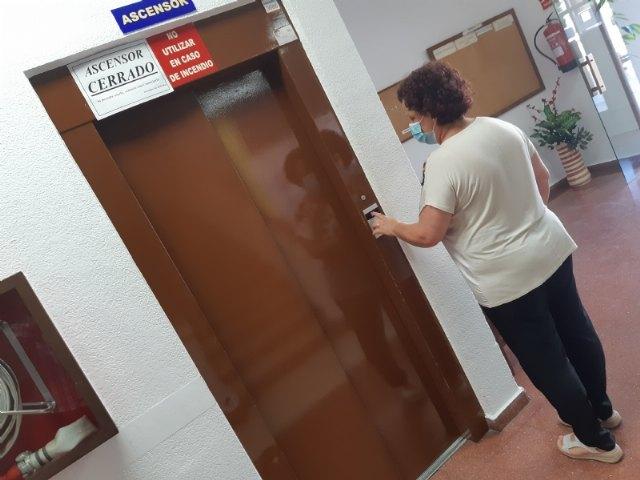 [Adjudican el contrato de redacción del proyecto y dirección de obra para la sustitución del ascensor en el Centro Municipal de Personas Mayores