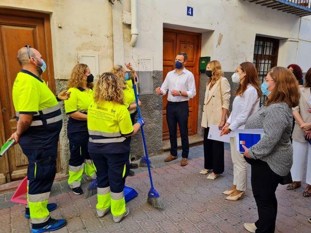 La directora del SEF visita a 15 desempleados de Caravaca de la Cruz que se están formando para trabajar en el sector de la limpieza - 1, Foto 1
