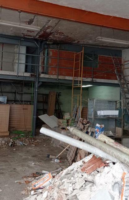 La Concejalía de Urbanismo inicia expediente sancionador por la construcción de habitaciones ´nicho´ en el garaje de una vivienda que alquilaban a trabajadores inmigrantes - 1, Foto 1