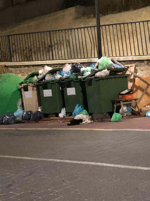 Ciudadanos Ojós denuncia la mala imagen y las molestias que está provocando el cambio unilateral del servicio de recogida de basuras - 1, Foto 1