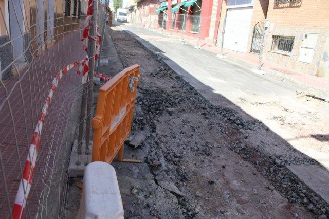 Las obras de renovación de la red de agua potable y alcantarillado de la calle Teniente Pérez Redondo se prolongarán durante todo el verano - 2, Foto 2