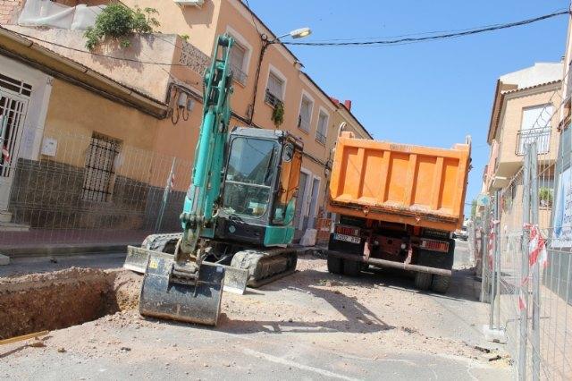 Las obras de renovación de la red de agua potable y alcantarillado de la calle Teniente Pérez Redondo se prolongarán durante todo el verano - 3, Foto 3