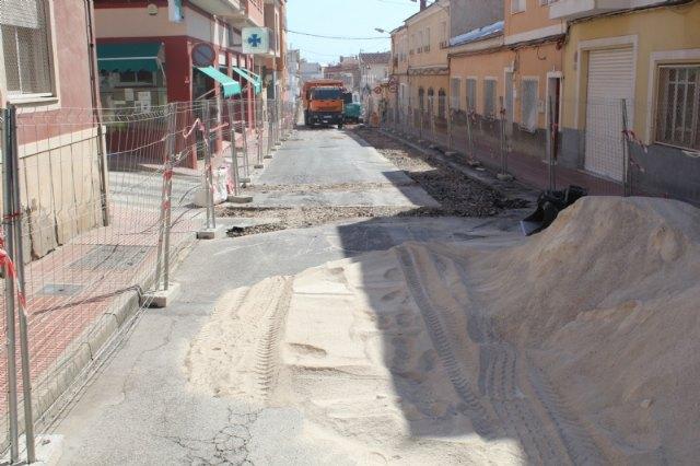 Las obras de renovación de la red de agua potable y alcantarillado de la calle Teniente Pérez Redondo se prolongarán durante todo el verano - 4, Foto 4
