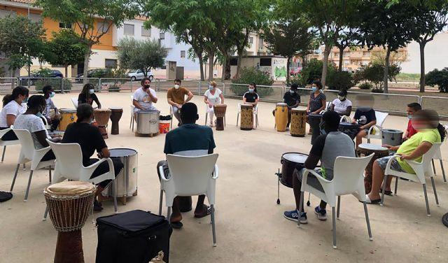 15 menores del barrio del Carmen disfrutan de un taller de percusión al aire libre - 1, Foto 1