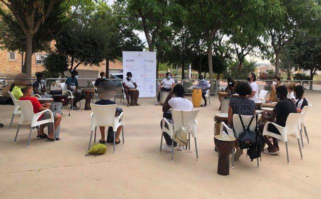 15 menores del barrio del Carmen disfrutan de un taller de percusión al aire libre - 3, Foto 3