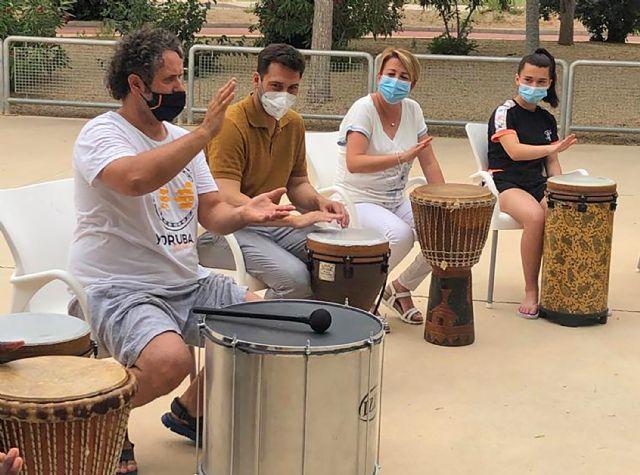 15 menores del barrio del Carmen disfrutan de un taller de percusión al aire libre - 4, Foto 4