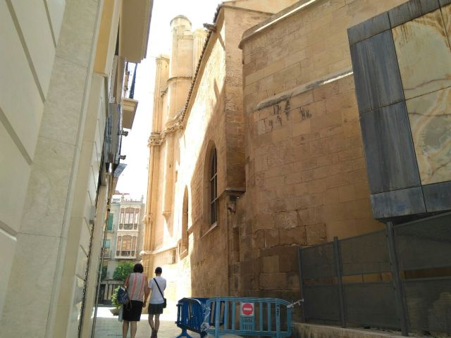 Huermur denuncia el desprendimiento de cascotes de una fachada de la Catedral de Murcia - 1, Foto 1