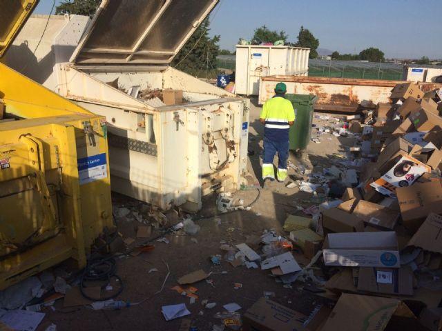 Los escombros de obras menores, los voluminosos, maderas y electrodom�sticos son los residuos dom�sticos m�s depositados en el ecoparque municipal, Foto 3