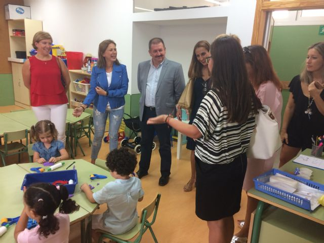 """Regional and municipal authorities officially inaugurate the 2017/18 school year in the municipality of Totana with a visit to CEIP """"La Cruz"""", Foto 1"""