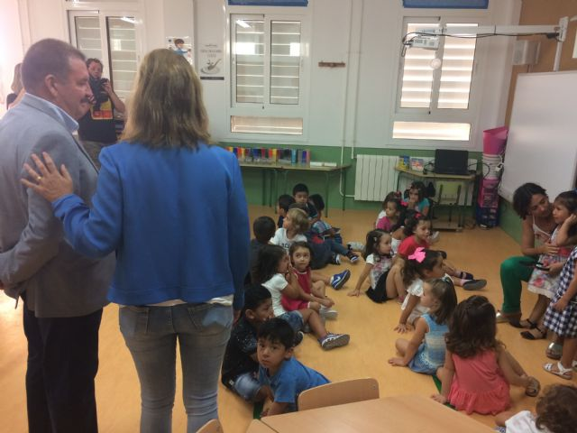 """Regional and municipal authorities officially inaugurate the 2017/18 school year in the municipality of Totana with a visit to CEIP """"La Cruz"""", Foto 2"""
