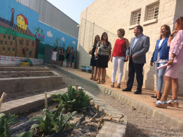 "Regional and municipal authorities officially inaugurate the 2017/18 school year in the municipality of Totana with a visit to CEIP ""La Cruz"" - 4"