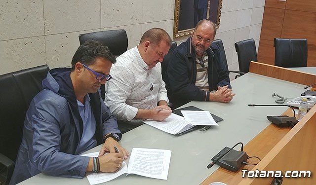 El Ayuntamiento suscribe un convenio de colaboración con la Asociación D´Genes, Foto 2