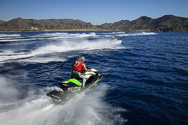 Las motos de agua se exhiben en la Bahía de Mazarrón, Foto 3