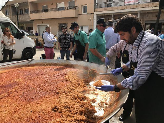 López Miras asiste al día de los mayores de Los Alcázares, coincidiendo con la celebración de las Fiestas del Caldero - 1, Foto 1