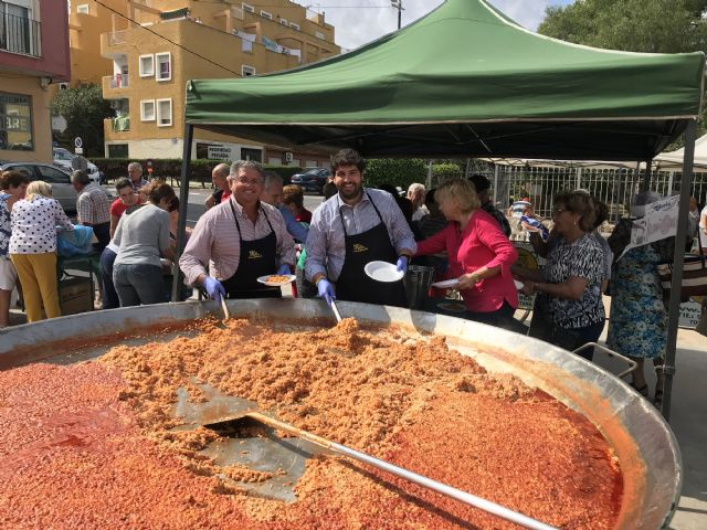 López Miras asiste al día de los mayores de Los Alcázares, coincidiendo con la celebración de las Fiestas del Caldero - 2, Foto 2