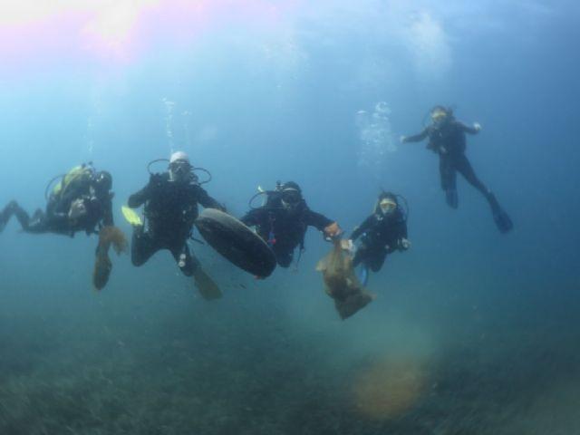 300 buceadores y voluntarios se darán cita este sábado en la XXV limpieza de fondos marinos, Foto 3