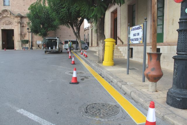 Drivers are reminded that parking is prohibited in front of the facades of the City of Totana and the church of Santiago