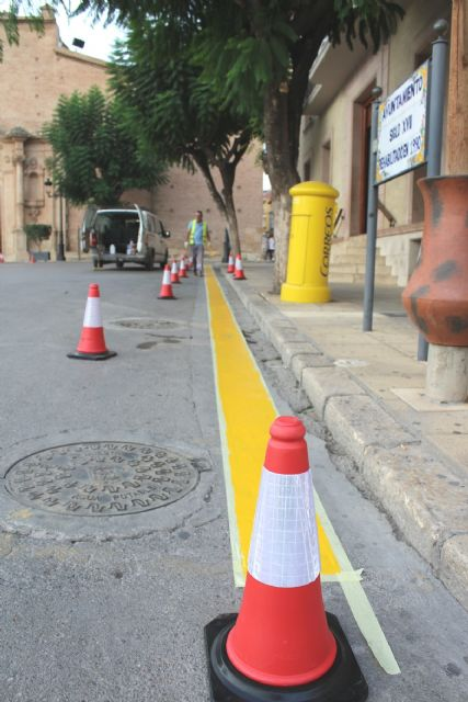 Drivers are reminded that parking is prohibited in front of the facades of the City of Totana and the church of Santiago, Foto 3