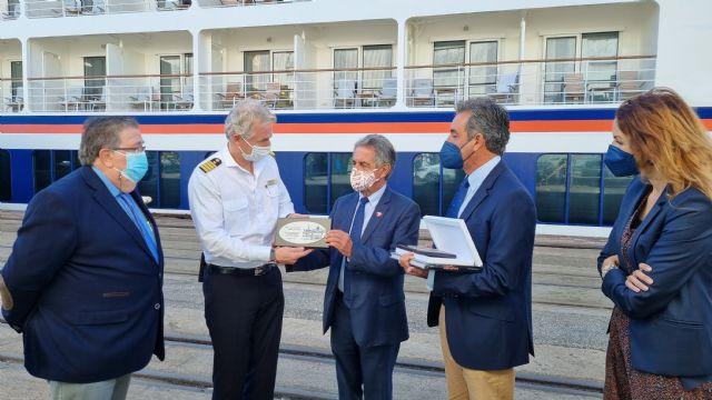 Santander recibe por primera vez al crucero de ultra lujo Hanseatic Nature de Hapag Lloyd - 1, Foto 1