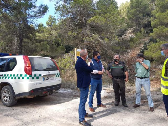 El Ayuntamiento y Medio Natural visitan las obras de mejora del camino a la garita forestal de La Selva - 1, Foto 1