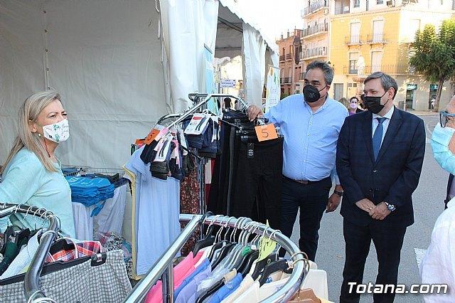 Arranca la XII Feria Outlet que se celebra hasta el domingo por la noche con expositores que ofertan productos de diferentes sectores comerciales, Foto 2