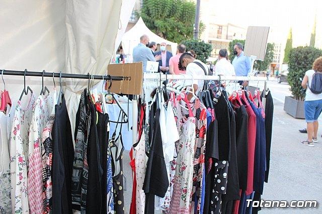 Arranca la XII Feria Outlet que se celebra hasta el domingo por la noche con expositores que ofertan productos de diferentes sectores comerciales, Foto 3