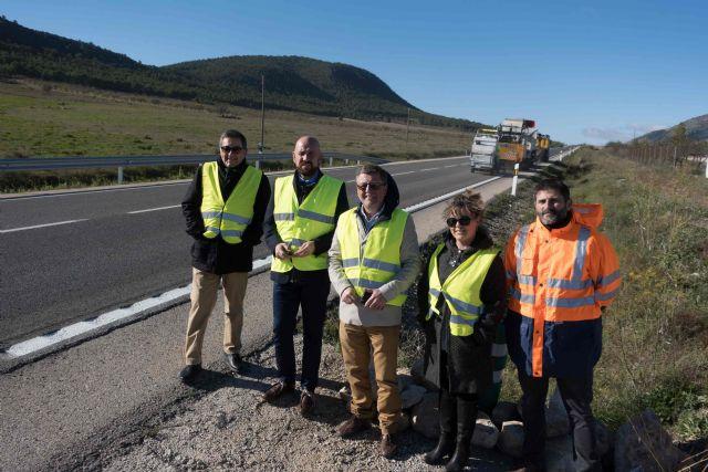 Un sistema de huellas reductoras mejora la seguridad vial en la carretera que une Caravaca y Puebla de Don Fadrique - 1, Foto 1