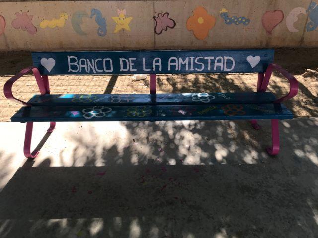 Bancos de la amistad en el colegio Fontes - 1, Foto 1