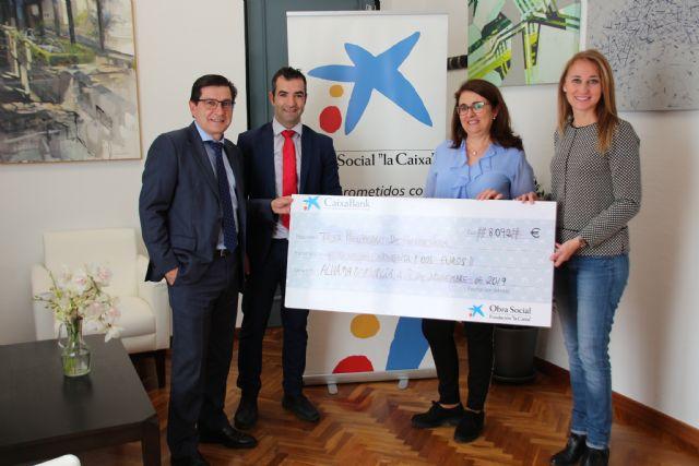Obra Social La Caixa dona 8.000 euros al Ayuntamiento para fines sociales, Foto 1
