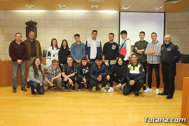 """The Local Police, with the transversal collaboration of several councilors, launch the project """"Classroom Konect @"""", Foto 1"""