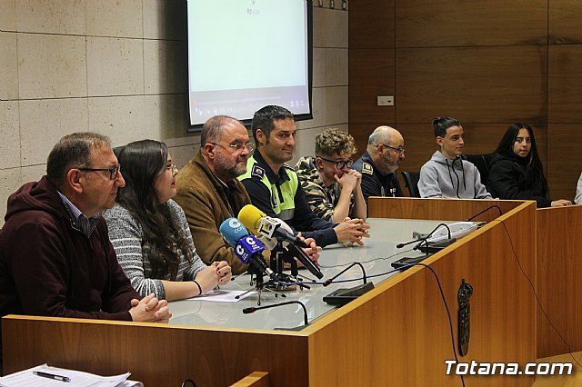 "The Local Police, with the transversal collaboration of several councilors, launch the project ""Classroom Konect @"", Foto 2"