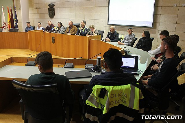 "The Local Police, with the transversal collaboration of several councilors, launch the project ""Classroom Konect @"", Foto 4"