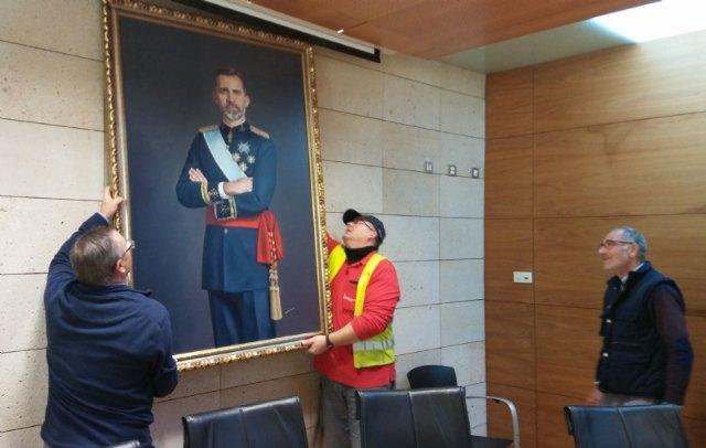 Se devuelve el cuadro del rey Felipe VI cedido temporalmente por un vecino de Totana con motivo de la celebración del Centenario de la Ciudad 1918-2018 - 1, Foto 1