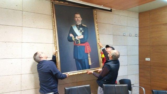 Se devuelve el cuadro del rey Felipe VI cedido temporalmente por un vecino de Totana con motivo de la celebración del Centenario de la Ciudad 1918-2018 - 2, Foto 2