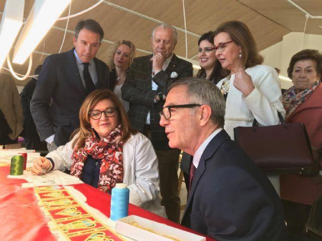 El Alcalde solicita al Ministro de Cultura que su departamento priorice la declaración del bordado lorquino en su Semana Santa como Patrimonio de la Humanidad - 1, Foto 1