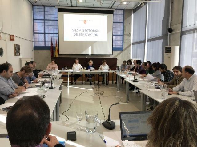 Las oposiciones a Secundaria serán el 23 de junio y contarán con nuevos sistemas de firma electrónica para facilitar los trámites - 1, Foto 1
