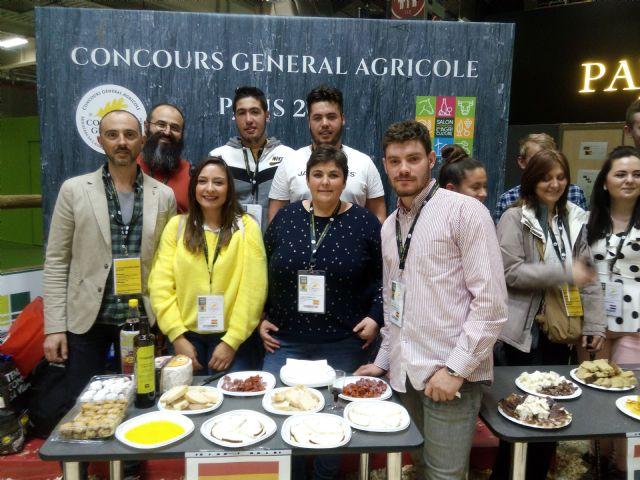 Dos alumnos del Cifea de Jumilla participan en el Concurso de jóvenes profesionales del vino en el Salón Internacional de Agricultura celebrado en París - 1, Foto 1