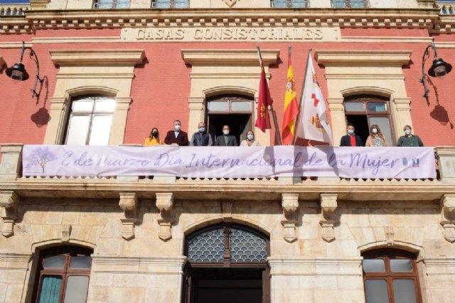 Mazarrón celebra el Día Internacional de la Mujer con la lectura del manifiesto por el 8-M y la plantación de una jacaranda - 3, Foto 3