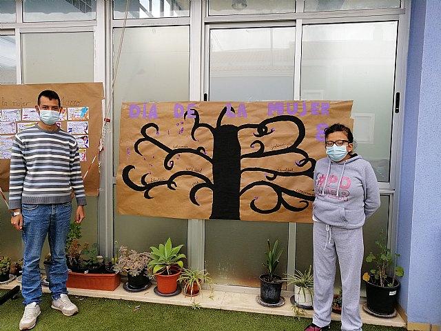 El Centro de día de personas con discapacidad organiza actividades conmemorando el día 8 de marzo Día de la Mujer, Foto 1