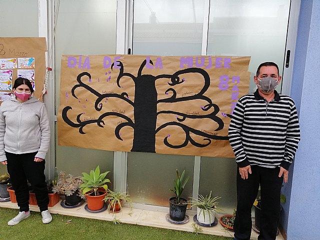 El Centro de día de personas con discapacidad organiza actividades conmemorando el día 8 de marzo Día de la Mujer, Foto 2