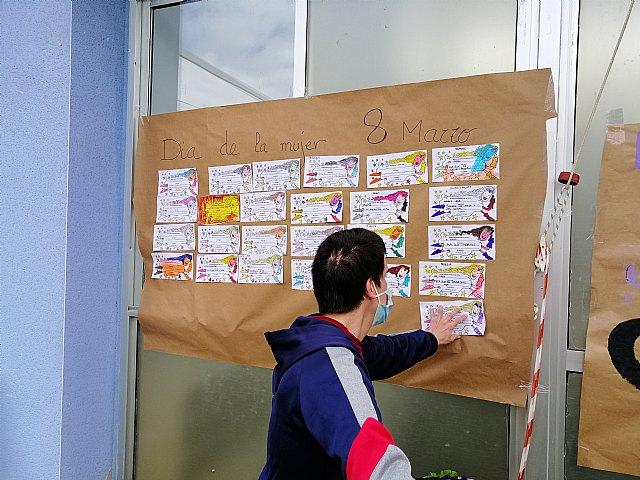 El Centro de día de personas con discapacidad organiza actividades conmemorando el día 8 de marzo Día de la Mujer, Foto 3