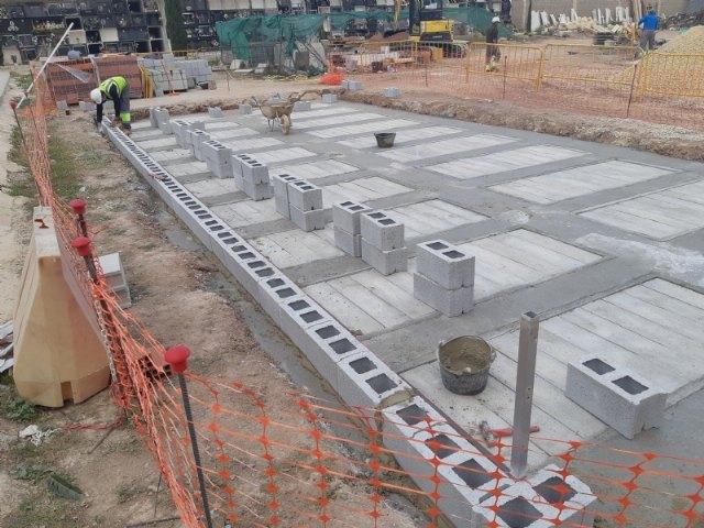 Continúan las obras de veinte nuevas fosas construidas en el Cementerio Municipal Nuestra Señora del Carmen, que finalizarán en unas semanas, Foto 1