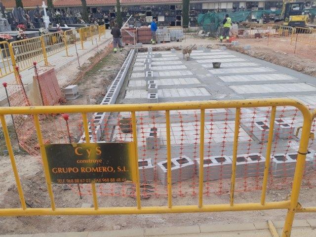 Continúan las obras de veinte nuevas fosas construidas en el Cementerio Municipal Nuestra Señora del Carmen, que finalizarán en unas semanas, Foto 2