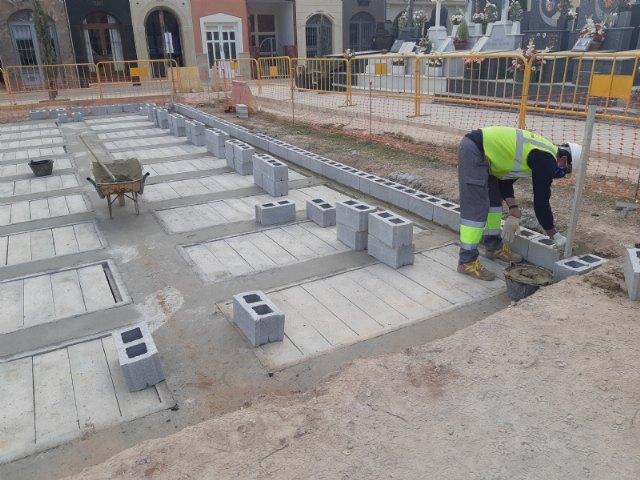 Continúan las obras de veinte nuevas fosas construidas en el Cementerio Municipal Nuestra Señora del Carmen, que finalizarán en unas semanas, Foto 3
